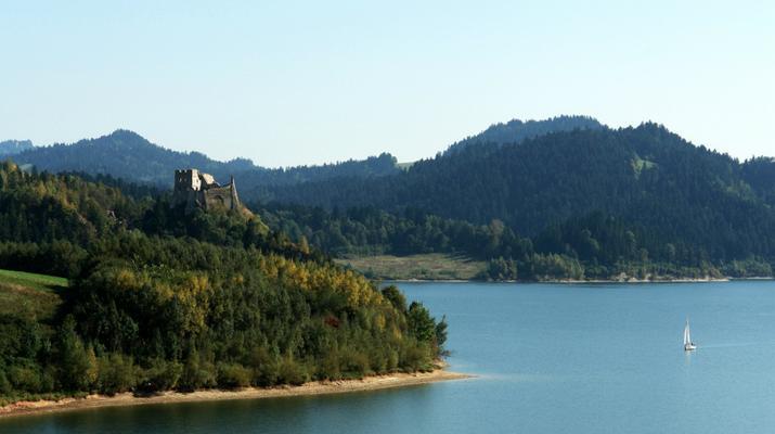 Przystanie nad Jeziorem Czorsztyńskim, które warto znać