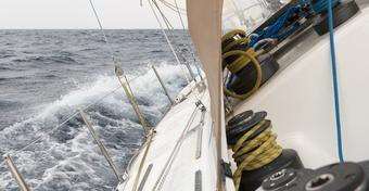 ABC żeglarstwa: jak wykorzystać siłę i kierunek wiatru