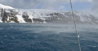 """""""Trawers Shackletona - 100 lat później"""": żeglarstwo to sztuka cierpliwośći. Bez zmian w Rosita Harbour"""